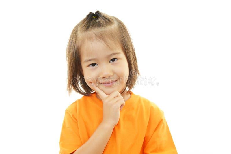 Piccolo sorridere asiatico sveglio della ragazza immagini stock libere da diritti