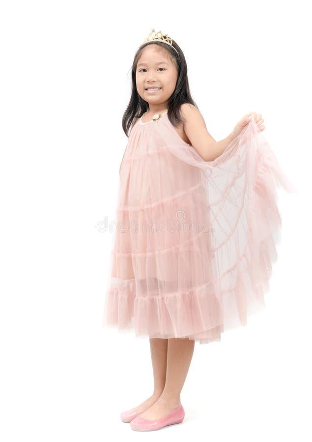 Piccolo sorriso di principessa in vestito rosa isolato fotografie stock libere da diritti