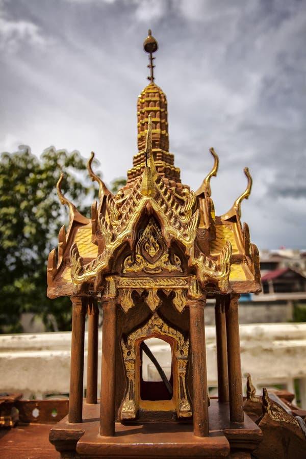 Piccolo tempio buddista della casa fotografia stock for Piccolo creatore della pianta della casa
