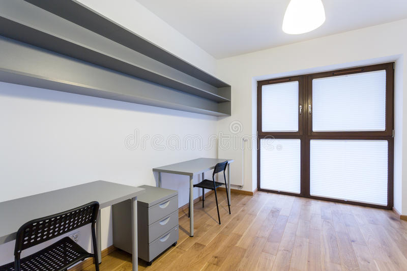 Piccolo Ufficio In Casa : Piccolo ufficio a casa immagine stock immagine di pavimento