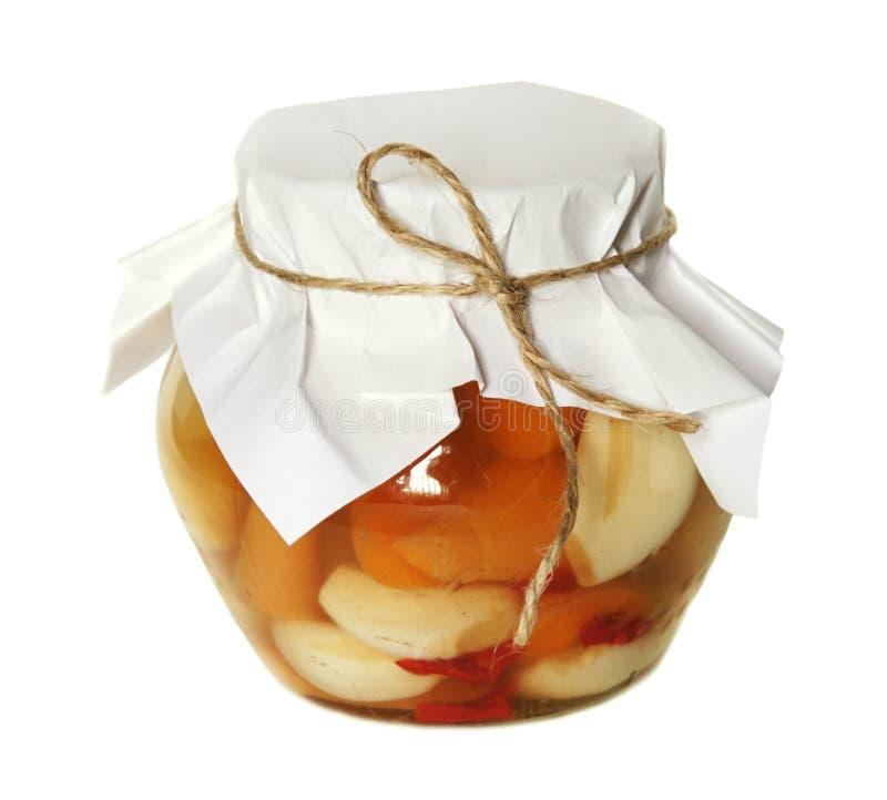 Piccolo vaso di vetro con veg marinato immagini stock libere da diritti