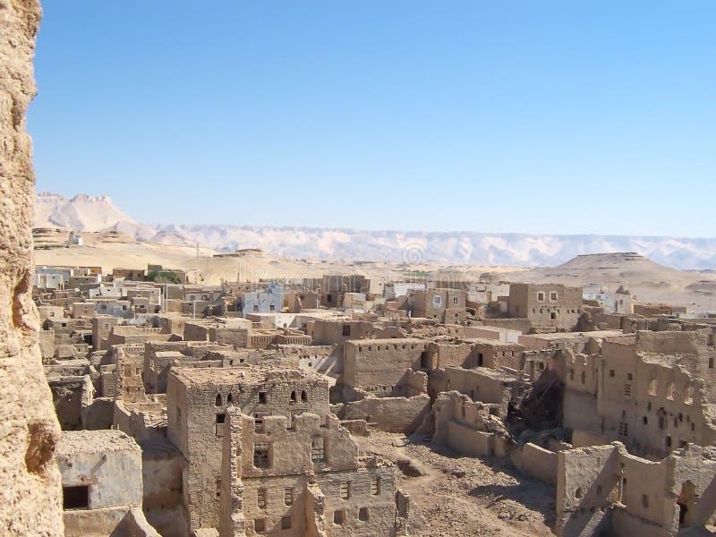 Piccolo vecchio villaggio dei mattoni immagine stock
