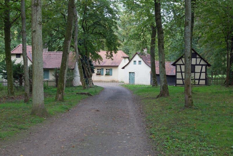 Piccolo villaggio in foresta fotografia stock