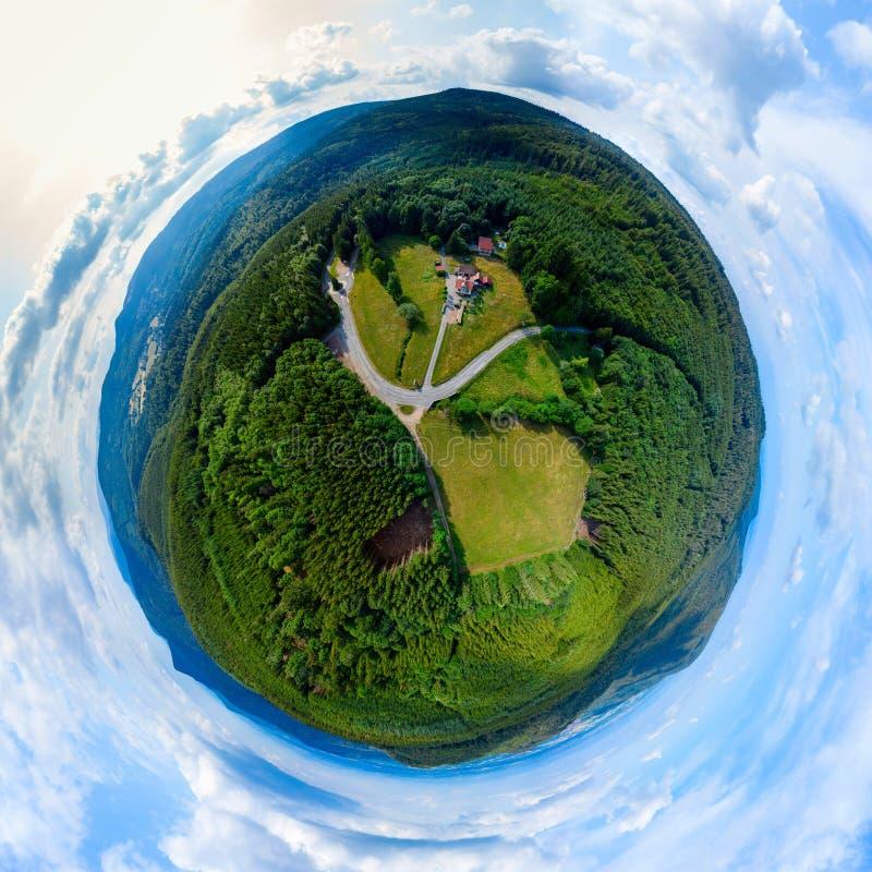 Piccolo vista della palla del pianeta dei Vosgi, montagne nell'Alsazia immagini stock