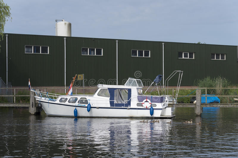 Piccolo yacht bianco fotografie stock libere da diritti