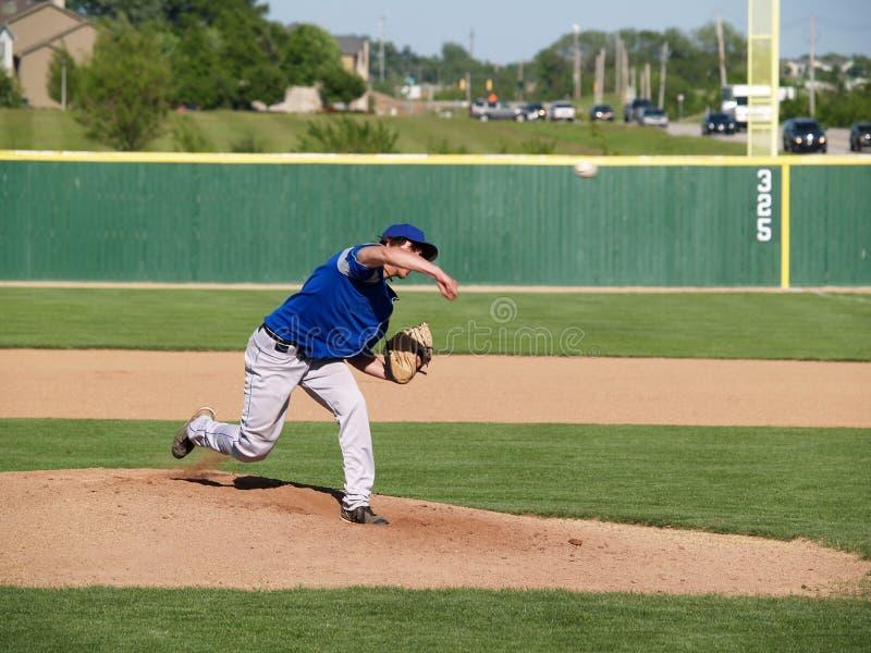 pichet d'adolescent de base-ball photographie stock