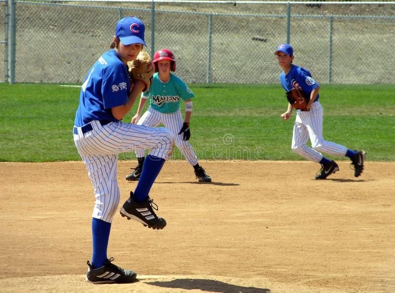 Pichet de base-ball de la jeunesse images stock