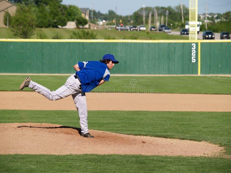 Pichet de base-ball de lycée images stock
