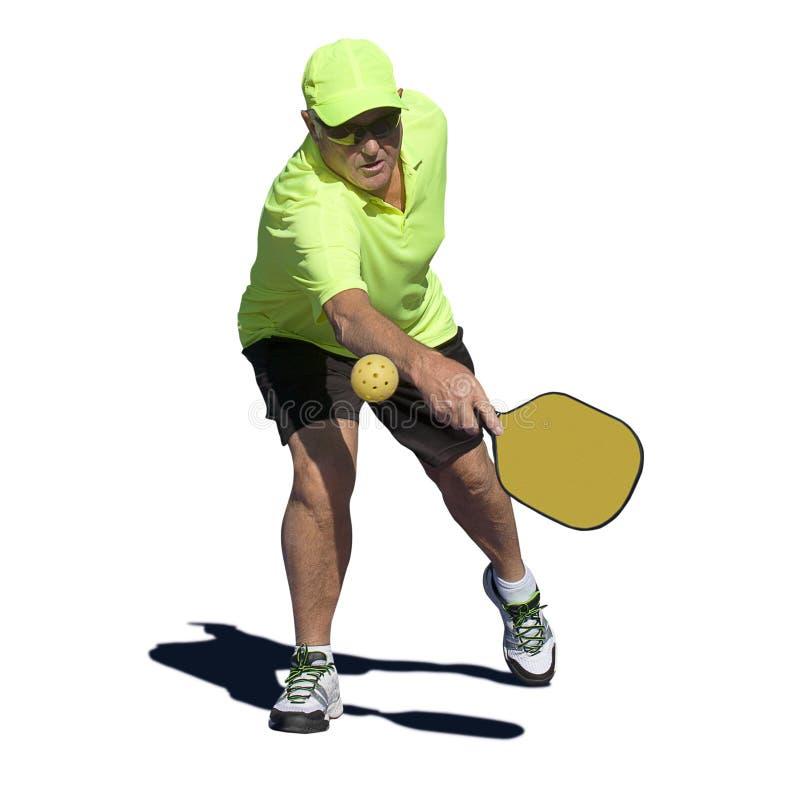 Pickleball handling - högt manligt slå för spelare som är backhand- royaltyfria bilder