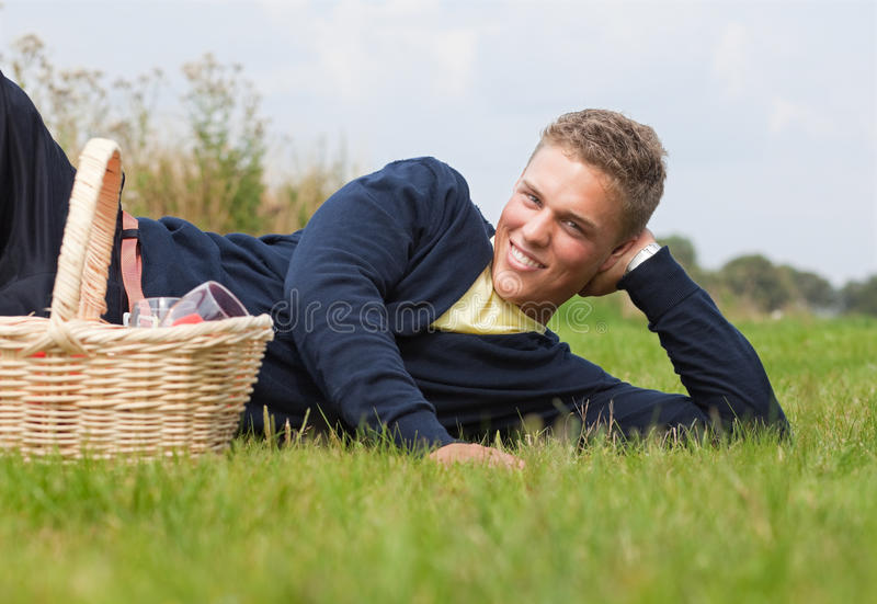 Download Picknick stock afbeelding. Afbeelding bestaande uit mannetje - 10782861