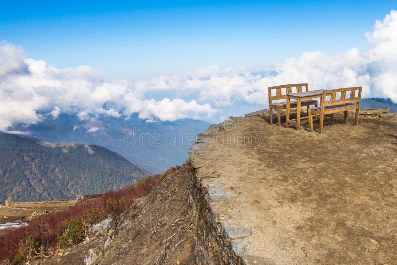 Picknick boven de wolken royalty-vrije stock foto