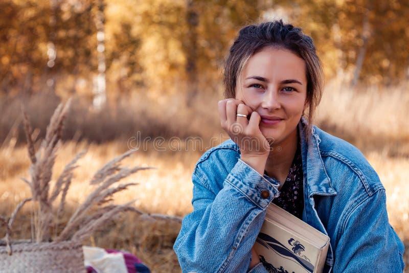 Picknick in der Frischluft lizenzfreie stockbilder