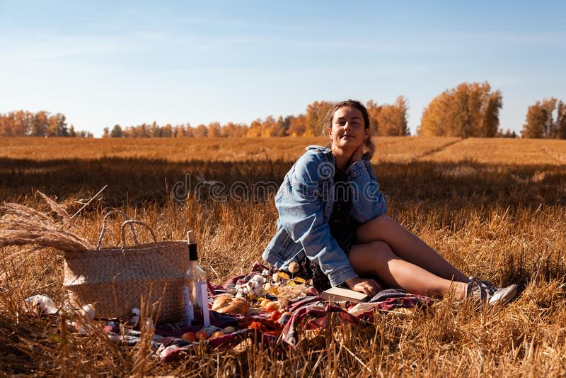 Picknick i den nya luften royaltyfria foton