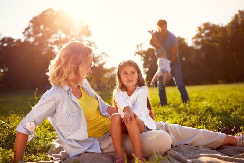 Picknick i natur royaltyfria foton