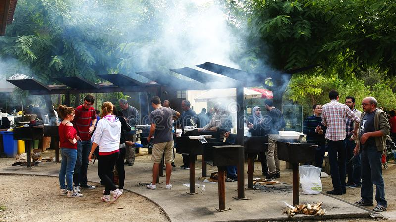Picknick met brandkuilen in het Natuurreservaat van Collserola royalty-vrije stock foto