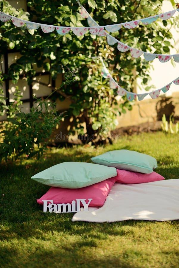 Picknick op het Gazon stock afbeeldingen