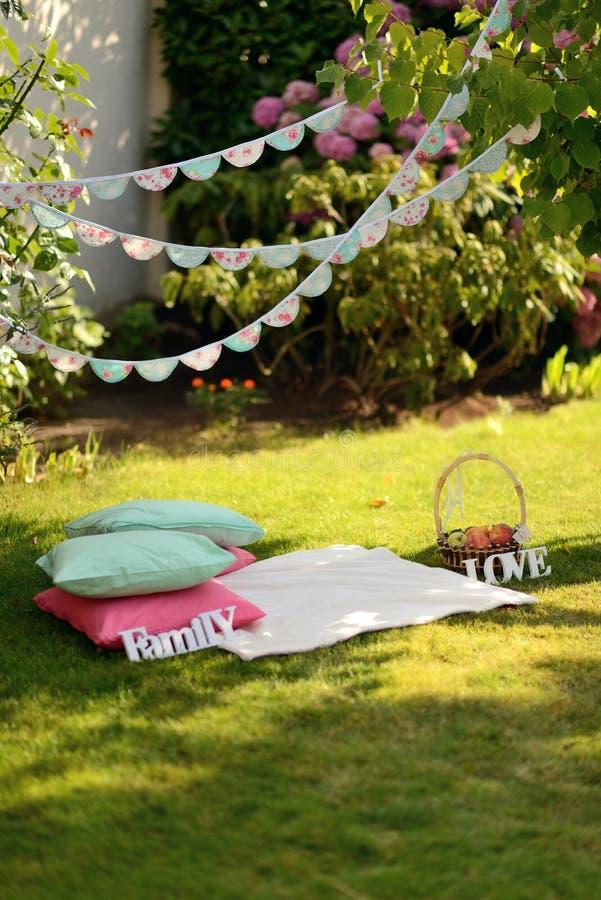 Picknick op het Gazon royalty-vrije stock fotografie