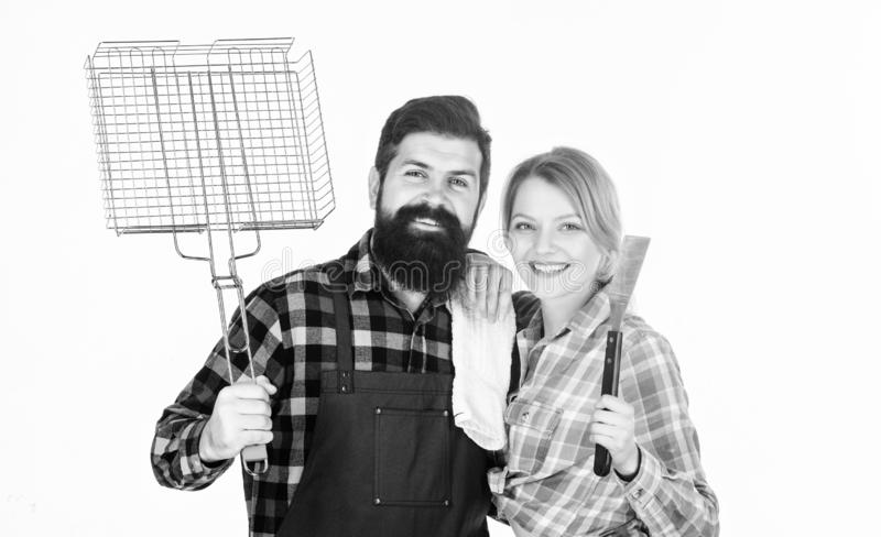 Picknick und Grill Hinterhofgrillpartei Zusammen kochen Wesentliche Grillteller Familie, die zu fertig wird lizenzfreie stockfotos