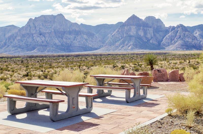 Picknickplatz in dem Informationsbüro, rotes Felsen-Naturschutzgebiet, Nevada lizenzfreies stockbild