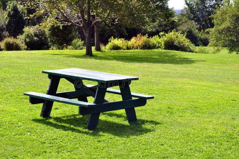 Picknicktabelle stockbild
