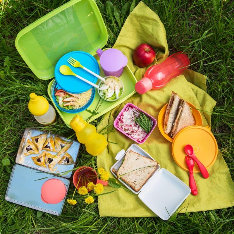 Picknickvoedsel bij openlucht royalty-vrije stock fotografie