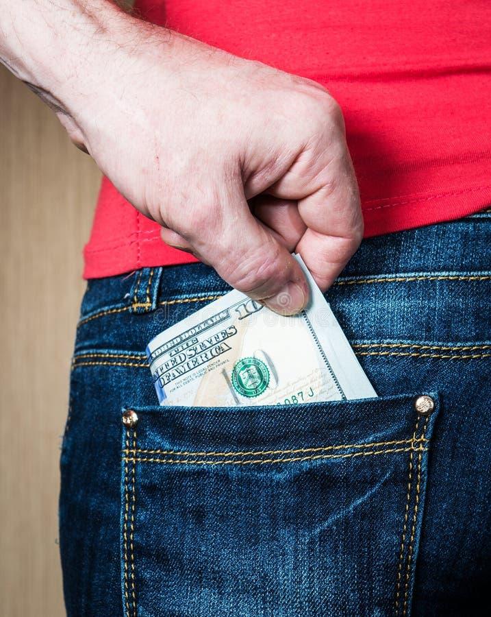Pickpocket volant l'argent de la femme du plan rapproché arrière de poche photo stock