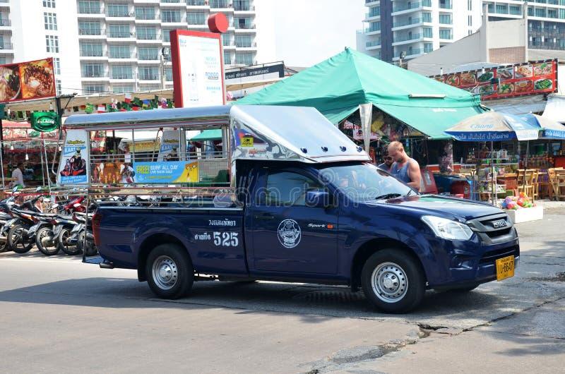 Pickup samochodowi pojazdy w mieście Pattaya obrazy stock