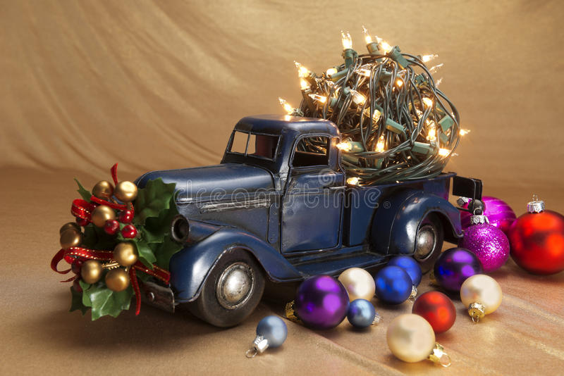 Pickup z boże narodzenie dekoracją fotografia stock