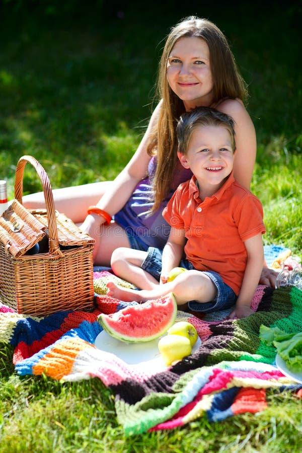 picnic della famiglia fotografia stock