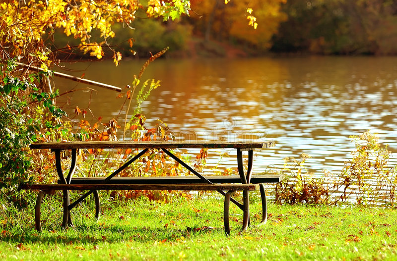 Picnic su acqua fotografie stock libere da diritti