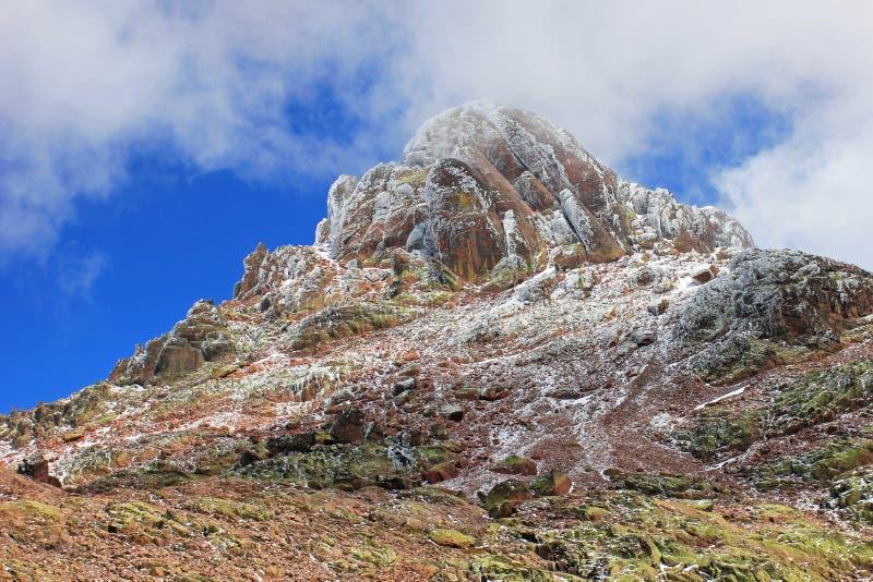 Pico coronado de nieve de Paglia Orba, masl 2525, en Golo Valley, Córcega central, Francia, Europa fotos de archivo