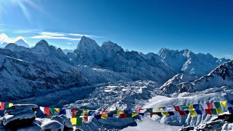 Pico de Cholatse, visión desde la ruta a Gokyo Ri foto de archivo libre de regalías