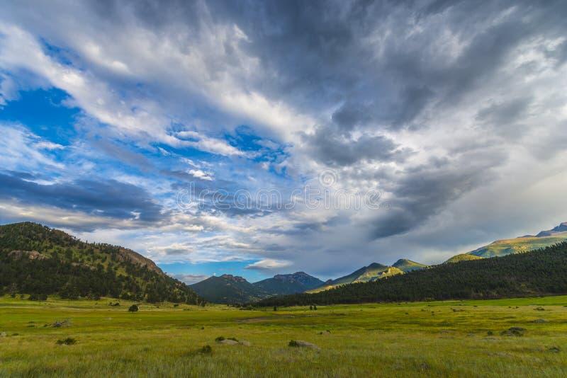 Pico de las piedras en el paisaje de Colorado de la puesta del sol foto de archivo libre de regalías