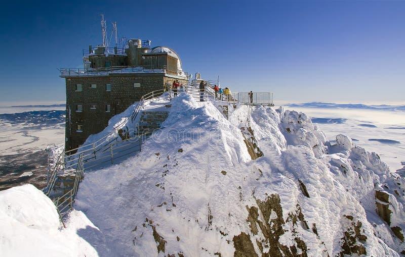 Pico de Lomnicky - obervatório no inverno fotografia de stock royalty free