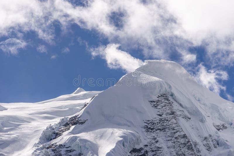Pico de Mera, o pico trekking o mais alto na região de Everest ou de Khumbu, cordilheira dos Himalayas, Nepal imagem de stock