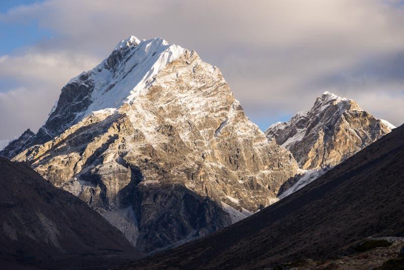 Pico de montaña del este de Lobuche en la región de Everest, Nepal fotos de archivo