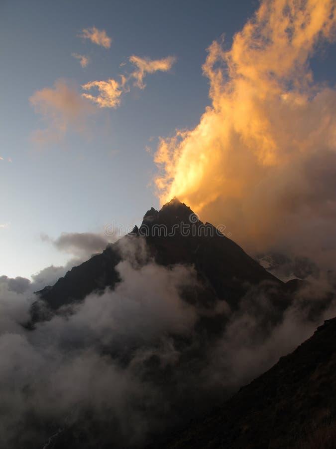 Download Pico De Montaña En El Valle De Langtang Foto de archivo - Imagen de sunlight, cubo: 41903242