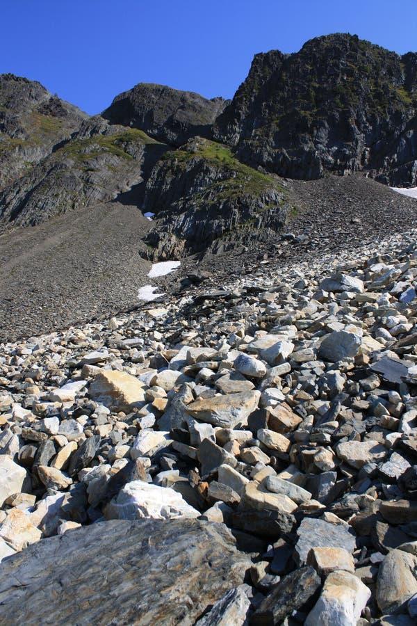 Pico de montanha & céu azul fotos de stock