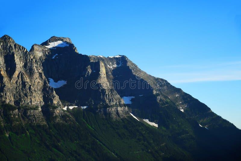 Pico de montanha no parque nacional de geleira fotografia de stock