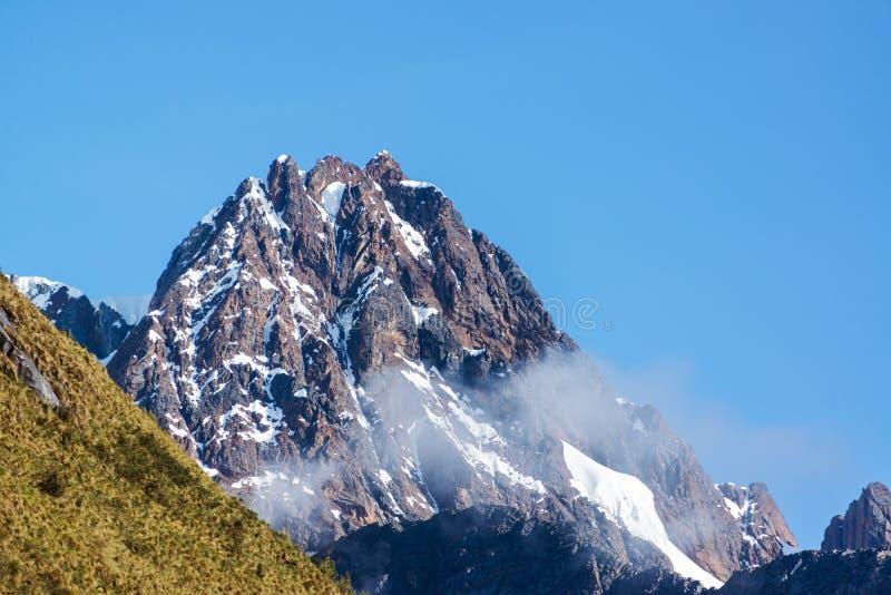 Pico de montanha perto de Huaraz, Peru fotografia de stock