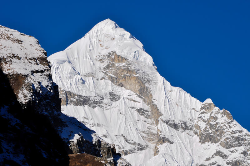 Pico de Neelkanth imagens de stock