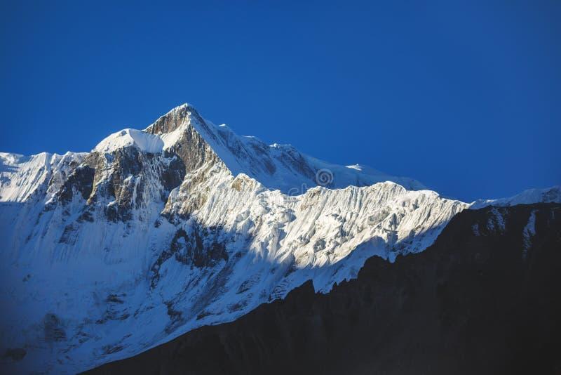 Pico de Tilicho Monta?as Himalayan de Nepal fotos de archivo