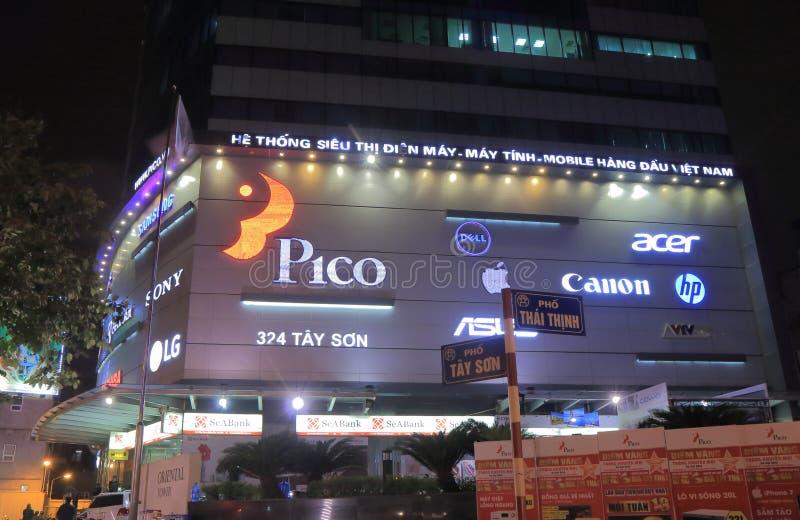 Pico elektronikshoppinggalleria Hanoi Vietnam arkivbilder