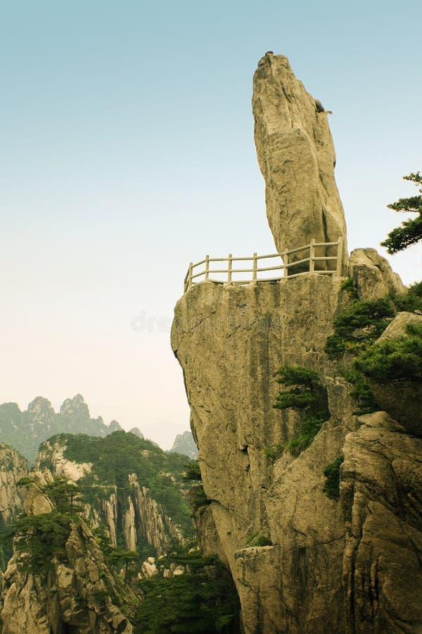 Pico famoso na montanha de huangshan na porcelana foto de stock