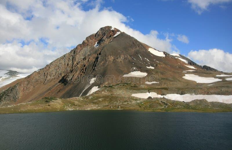 Pico fisible en el lago pelirrojo imagen de archivo