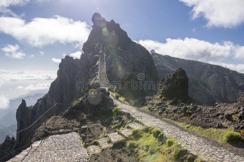 Pico font le sentier de randonnée d'Arieiro, le paysage magique étonnant avec des vues incroyables, les roches et la brume, stati images libres de droits