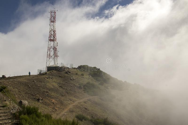 Pico font le sentier de randonnée d'Arieiro, le paysage magique étonnant avec des vues incroyables, les roches et la brume, stati image libre de droits