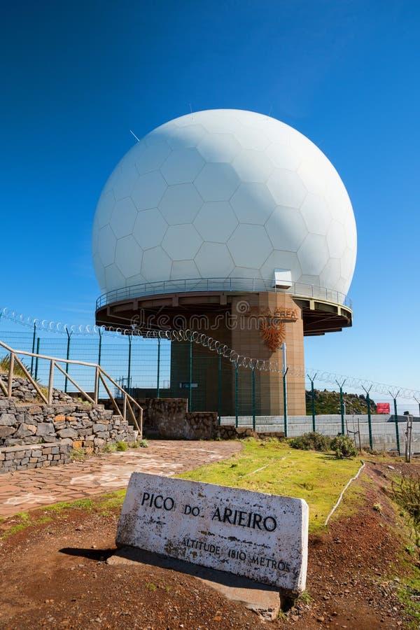 Pico hace el radar poseído por la OTAN, Madeira, Portugal de Arieiro fotos de archivo