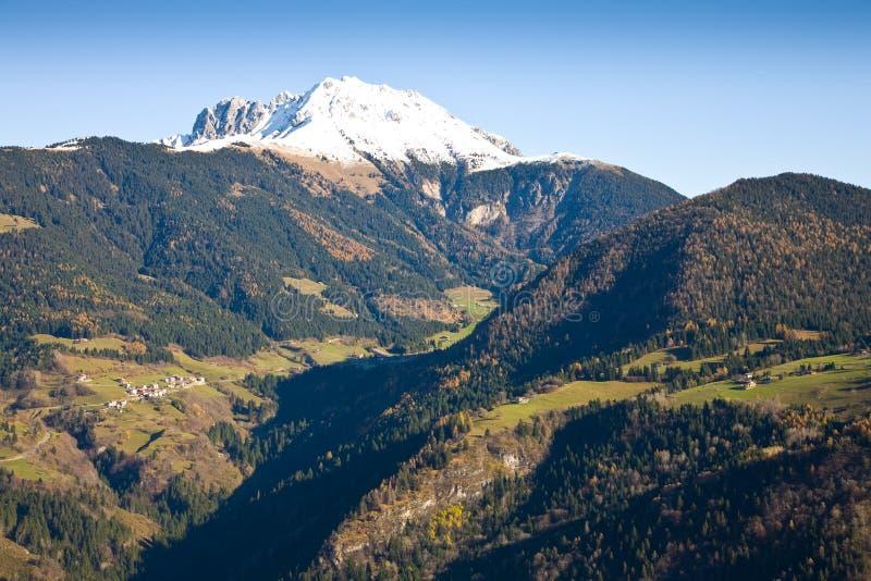 Download Pico nevado imagen de archivo. Imagen de as, montañas - 7150047