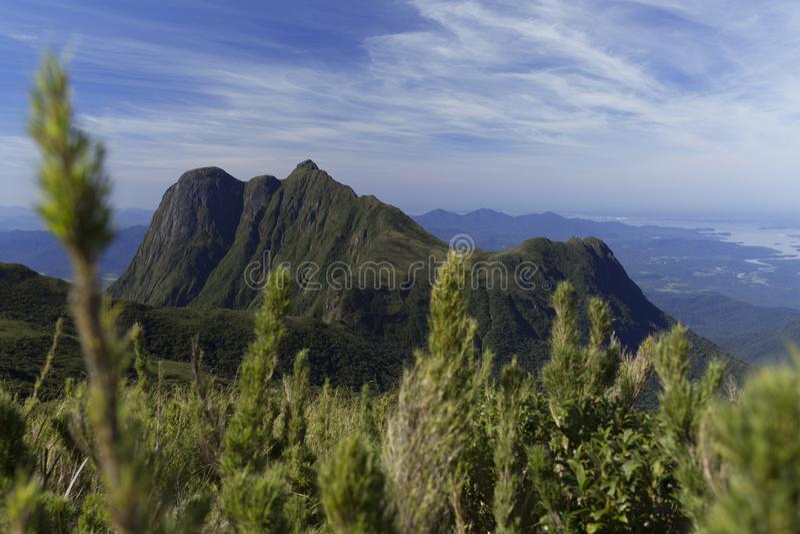 Pico Parana berg nära Curitiba - Serra gör Ibitiraquire arkivbild